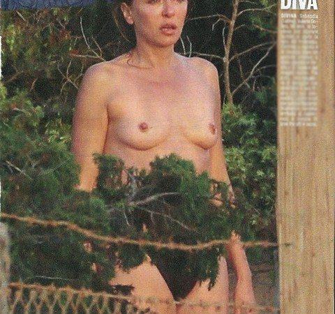 """Valeria Golino prima vacanze da single: topless """"solitario"""" al mare a Sabaudia"""